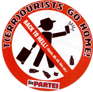 Tourists of Berlin: Don't piss in Berlin entrance halls!